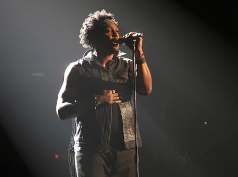 D'Angelo performs at the 2012 BET Awards (Video)