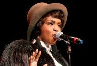 Lauryn Hill Performs an Inspired 11-Minute Reggae-Influenced Version of Ex-Factor (Video)